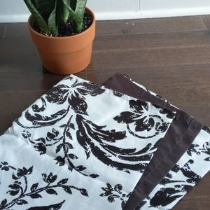 Set of 2 Nicole Miller curtains